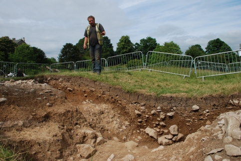 Paul Dunn explaining how the primary spoil from the ditch excavation was piled on the inside of the ditch